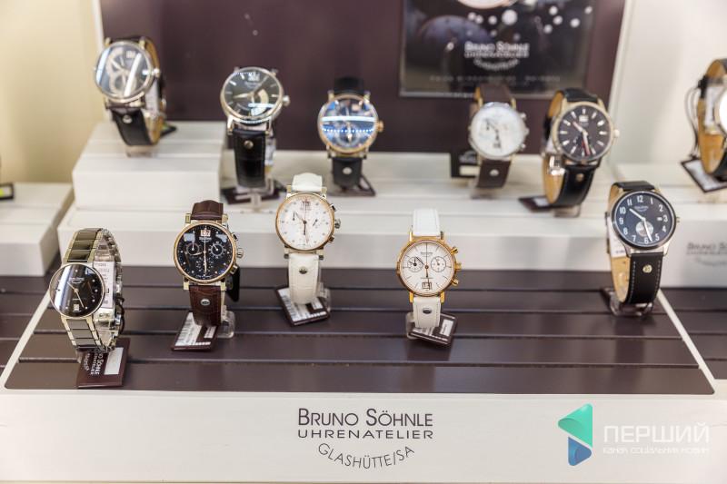 bb1ac35822694c У магазині можна придбати годинники різних стилів: класичні, спортивні чи  фешн-годинники. Вони можуть бути різних кольорів та форм, з різних  матеріалів, ...