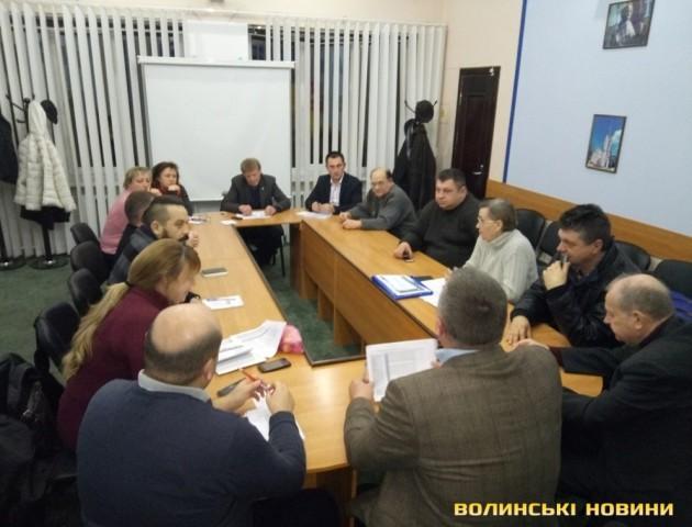 П'ятьох злісних прогульників «вигнали» з громадської ради при Луцькому міському голові