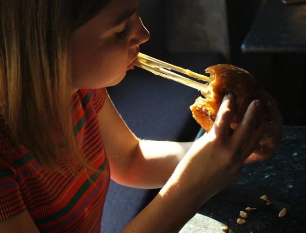У луцькому барі готують новий «безіменний» бургер. ФОТО