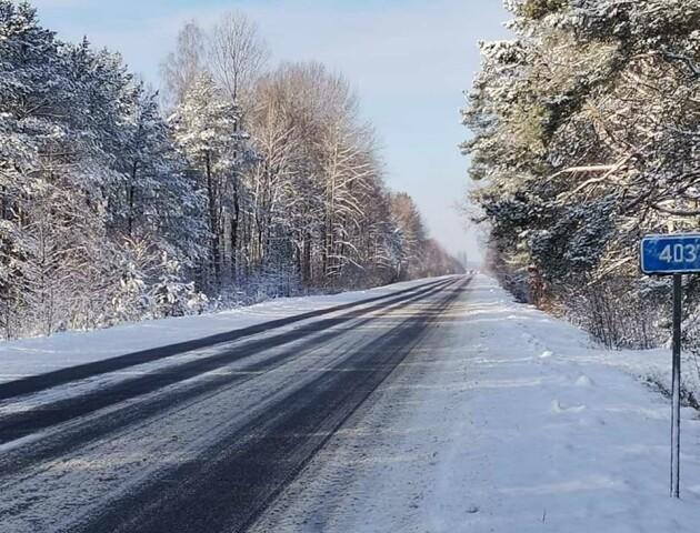 Волинські дорожники усувають наслідки снігопадів