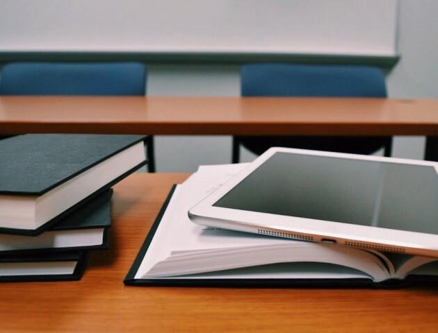Батькам дадуть доступ до шкільних електронних журналів та щоденників