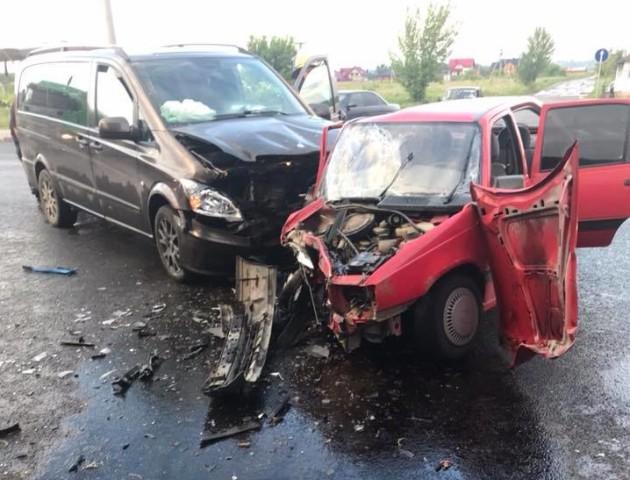 Аварія в Луцьку: автомобіль розтрощило, є потерпілі