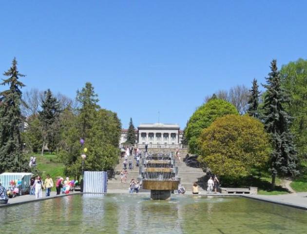 У луцькому парку біля фонтанів поставлять нові кіоски