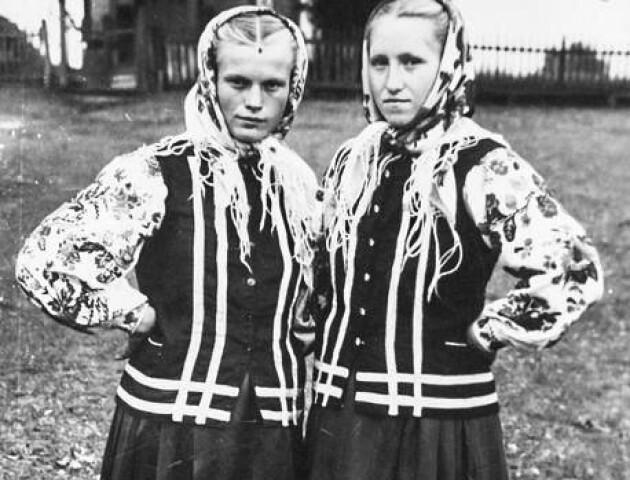 Який вигляд мали сільські модниці на Волині у 1950-х роках