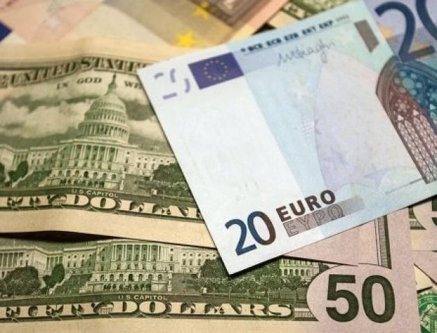Курс валют на 30 жовтня: долар знову дешевшає, євро навпаки – росте