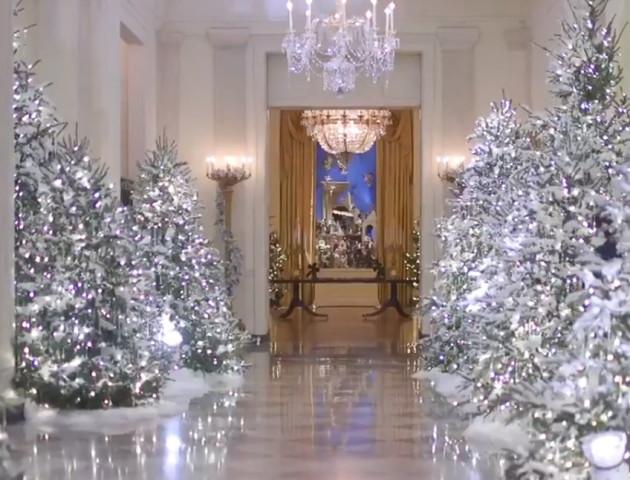 Меланія Трамп показала, як прикрасили Білий дім до Різдва