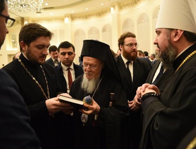 Волинський священик похвалився подарунком від Варфоломія. ФОТО