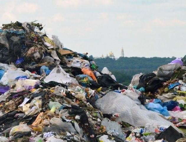 Селяни перекрили дорогу через будівництво сміттєзвалища на Горохівщині
