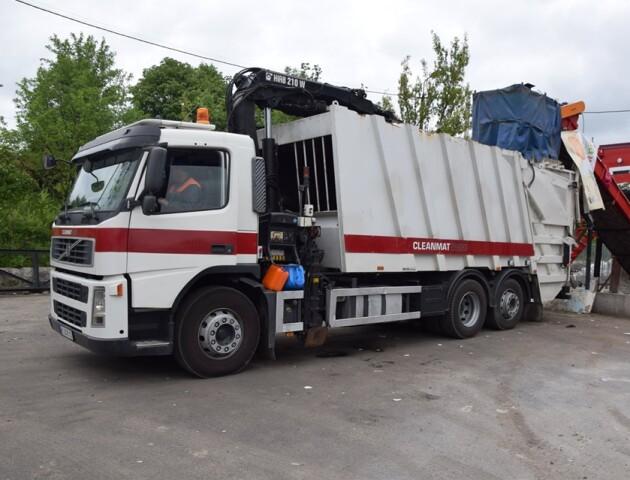 У Луцьку купили сміттєвоз для підземних баків з відходами