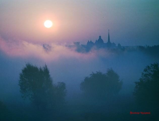 Неймовірний осінній світанок у Луцьку. ФОТО