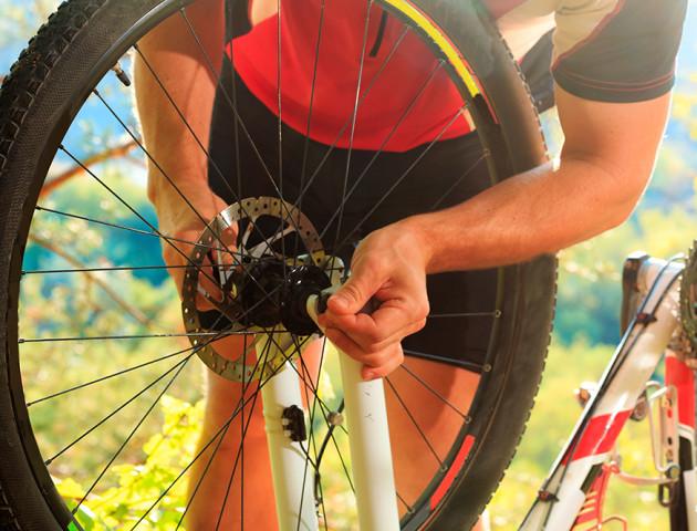 На Волині скутерист серед поля пограбував велосипедиста