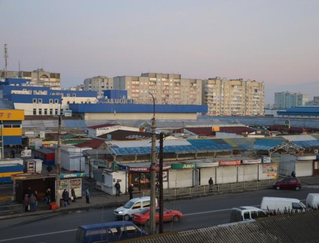 У Луцьку базарники на Завокзальному ринку хотіли торгувати, попри заборону