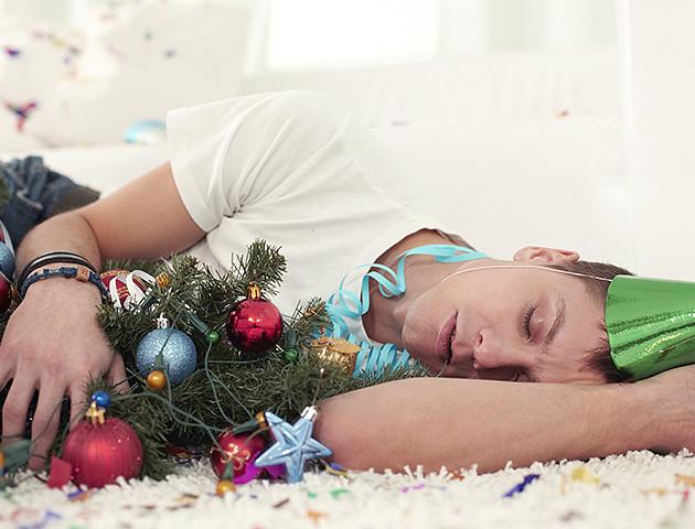 Як правильно надолужити сон, пропушений у новорічну ніч: поради медика