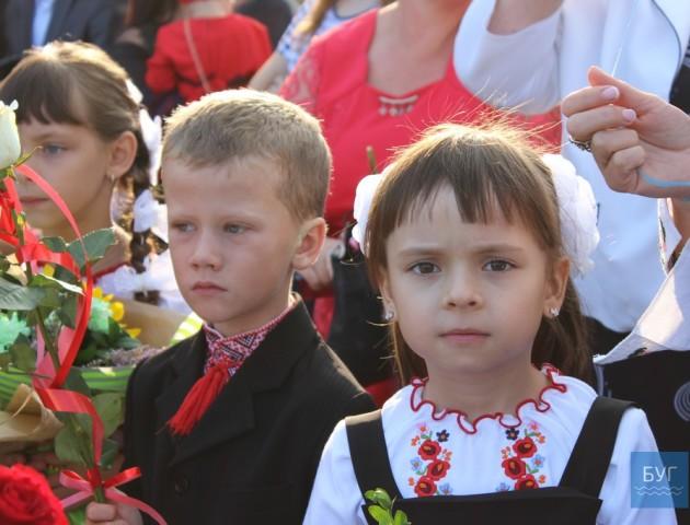 З віршами та виставою у школі Володимира-Волинського відзначили Перший дзвоник. ФОТО. ВІДЕО