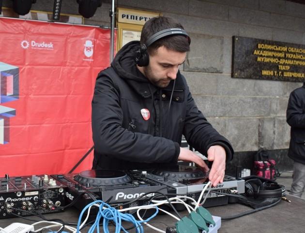 У Луцьку –ХІІІ благодійний діджей парад «Благо-fest»