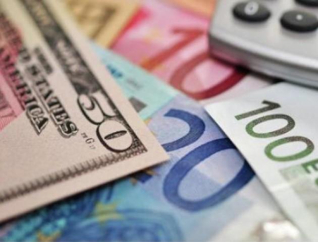 Курс валют на 21 лютого: євро продовжує падати