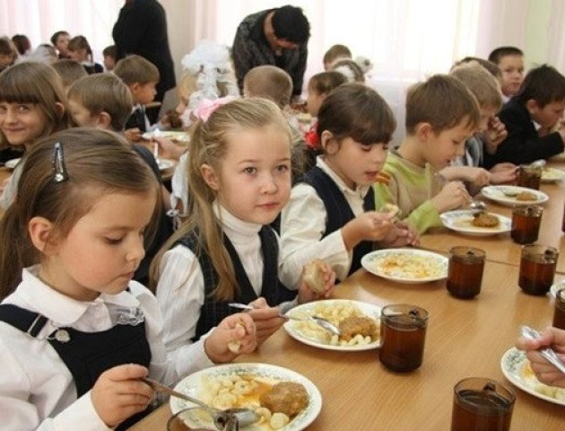Луцьких школярів харчують за найвищими в Україні цінами
