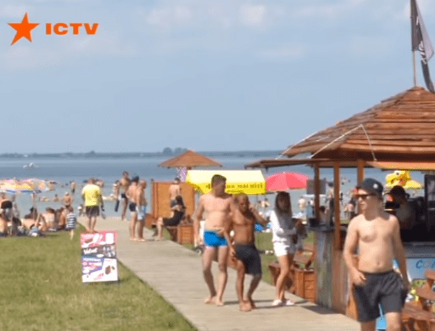 На Шацьких озерах – наплив відпочивальників. ВІДЕО