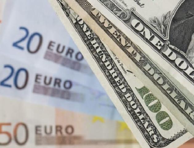 Курс валют на 3 жовтня: долар подорожчав, євро суттєво падає
