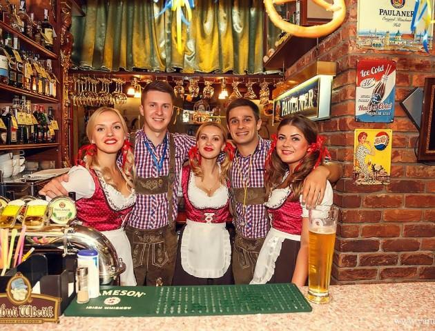 Конкурси та німецьке пиво: у луцькій ресторації відгуляють «Октоберфест»