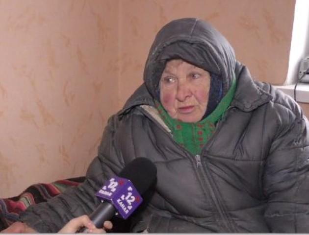 Старенька лучанка живе у злиднях, але рятує бездомних собак. ВІДЕО