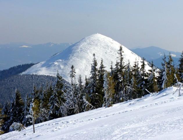 У Карпатах випало більше 2 метрів снігу