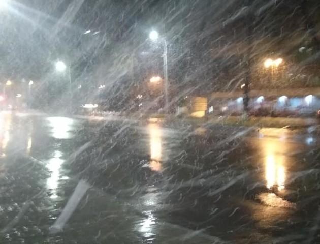 Сніг у Луцьку: у соцмережах дивуються і жартують