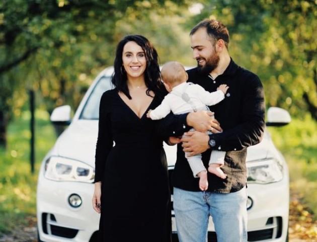 Джамала показала стильне фото зі сім'єю