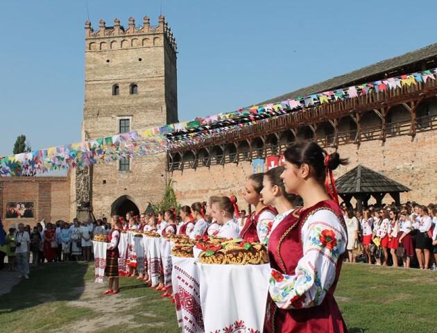 Студенти луцького педколеджу відсвяткували День знань у замку Любарта