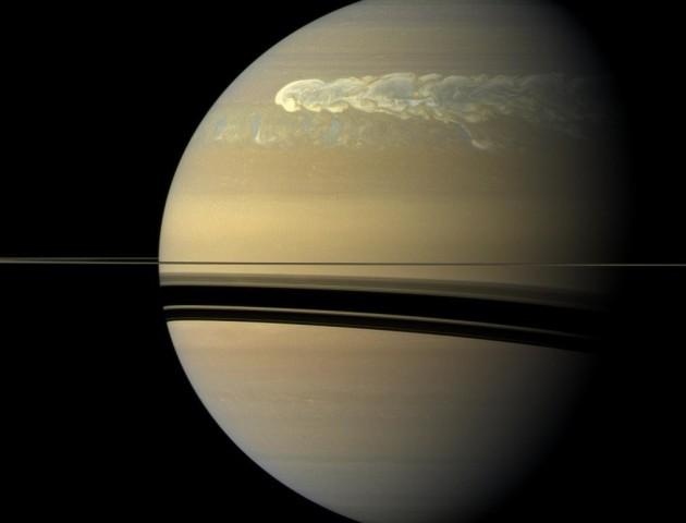 Європейське космічне агентство показало великий шторм на Сатурні. ФОТО