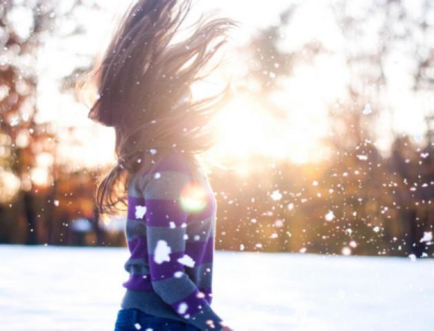 Танцююча дівчина вранці піднімала настрій лучанам. ВІДЕО