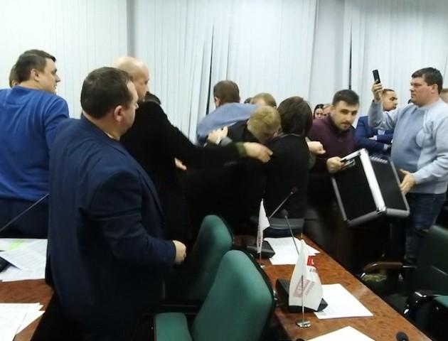 Резонансну сесію міськради обговорюють у Луцьку. ВІДЕО