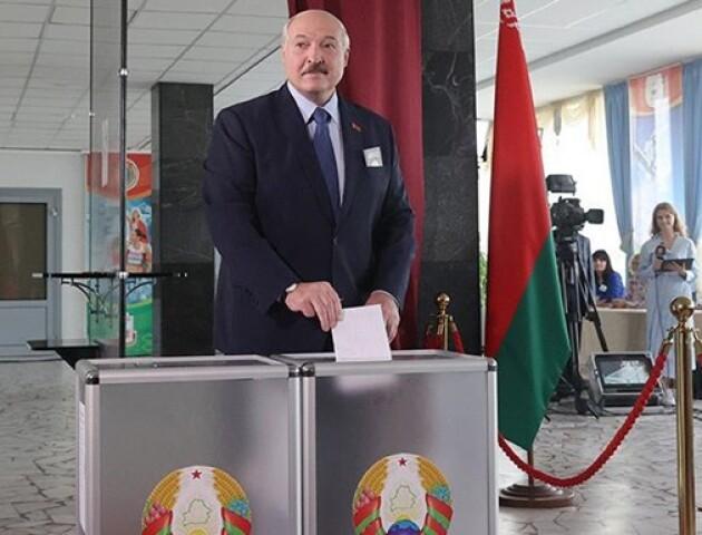 У Білорусі обирають президента. В'їзд до Мінська охороняють правоохоронці