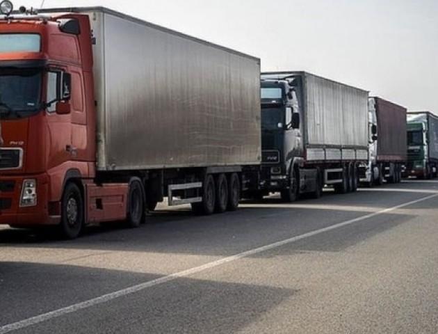 На «Ягодині» - 18 кілометрова черга з вантажівок
