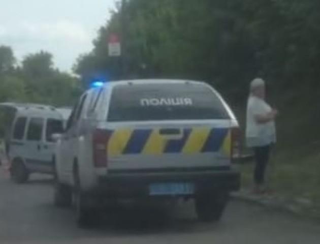 Аварія в Луцьку: авто «викинуло» на узбіччя. ВІДЕО