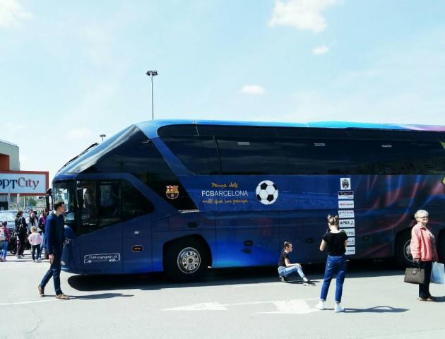 Біля ПортCity зібралися фанати ФК «Барселона»