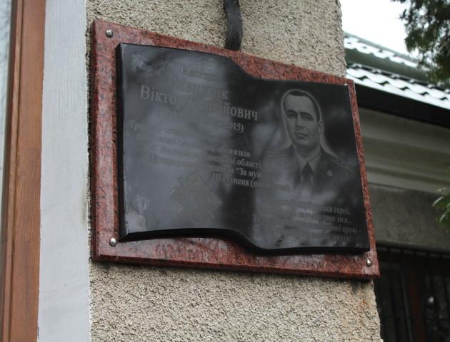 У Любомлі встановили пам'ятну дошку загиблому капітану СБУ Віктору Мандзику