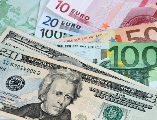 Курс валют на 23 листопада: долар і євро дешевшають