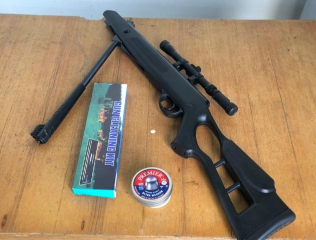 На волинському кордоні у чоловіка знайшли  зброю