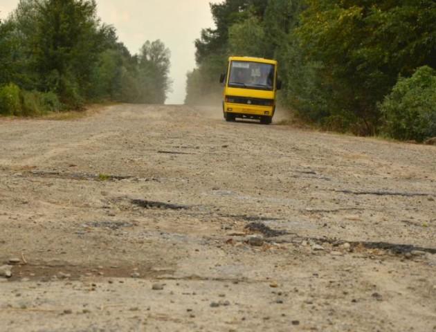 На Волині через жахливу дорогу у село перестали їздити автобуси. Савченко поїде розбиратися
