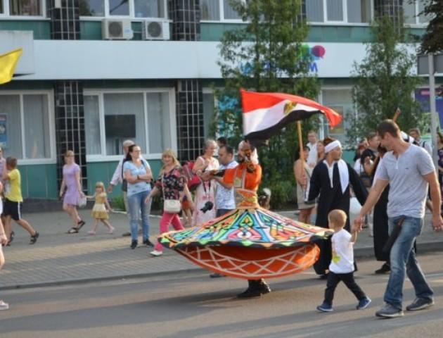 Учасники «Поліського літа з фольклором» пройшлися урочистою ходою вулицями Луцька. ВІДЕО