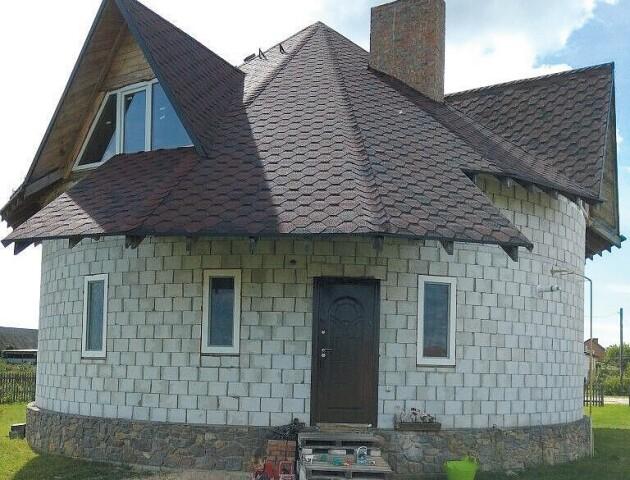 «Ніби у справжньому термосі». На Волині двоє господарів побудували будинки без жодного кута
