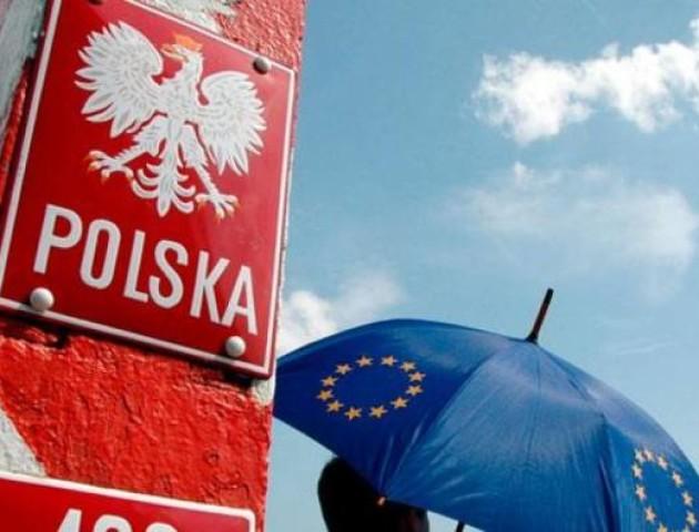 У Польщі з'явилася гаряча лінія для українців, де вони можуть поскаржитися на роботодавця