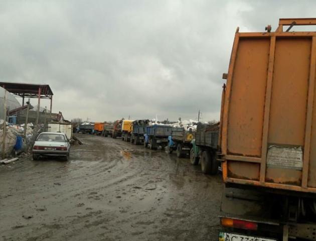 «На полігон кілометрові черги»: Твердохліб просить людей сортувати сміття