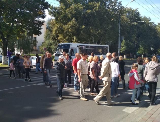 Мітингарі перекрили центральну вулицю Луцька. ФОТО