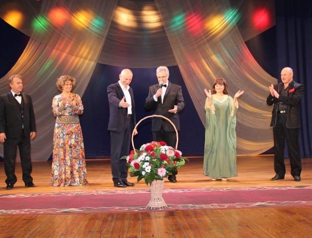 Із концертом та зірковими гостями: у Луцьку відзначили день людей похилого віку. ФОТО