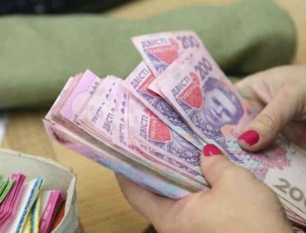 В Україні зменшилась середня зарплата