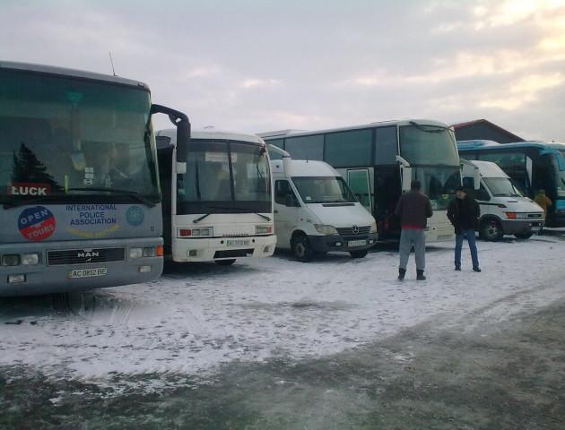 На Волині автобусами звозили людей на зустріч з Порошенком, - ОПОРА