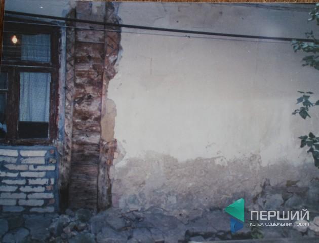 «30 років дають відписки»: лучанка скаржиться на аварійний стан будинку. ФОТО