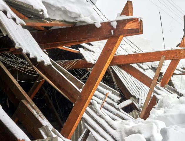«Зробили погано, але не ми», - КП «Луцьке» відхрестилося від зруйнованого даху школи у Лаврові